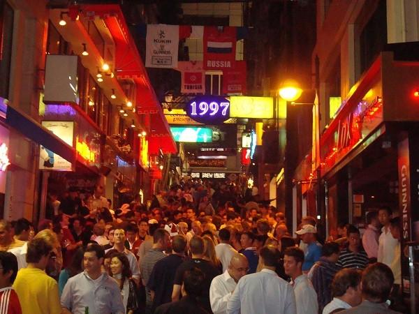 """Khám phá """"Lan Quế Phường"""" khu phố nổi tiếng ở Hong Kong"""