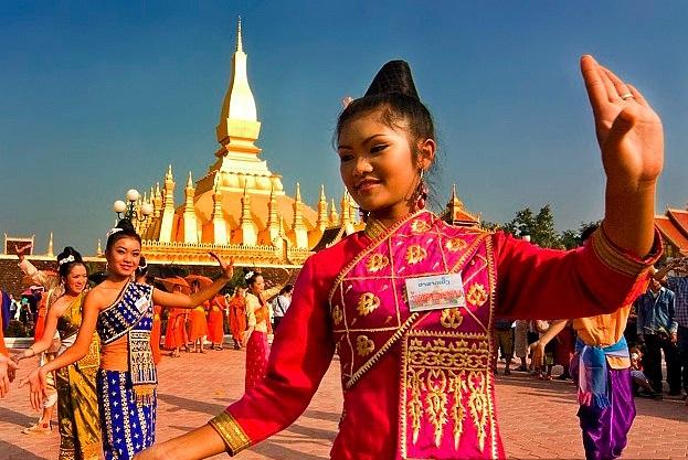 Vé máy bay đi Lào giá bao nhiêu tiền