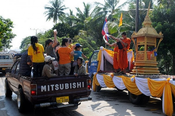 Du lịch Lào khám phá nét đẹp văn hóa ngày tết