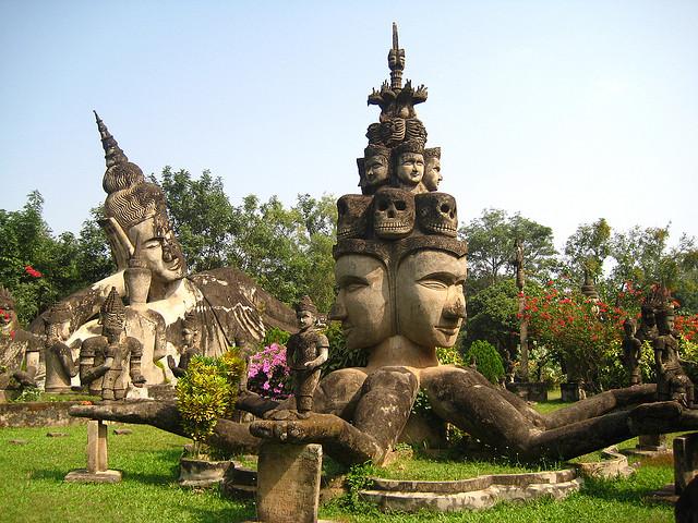 khám phá vườn tượng Phật kỳ bí ở Lào