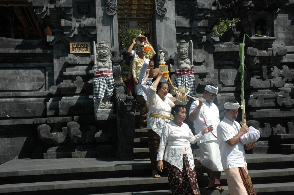 Đền thờ hàng nghìn con dơi ở Bali