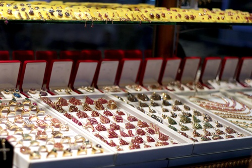 Chợ đá quý Myanmar