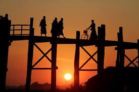 ngắm cảnh mặt trời lặn ở myanmar
