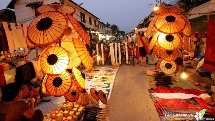 Chợ đêm Luang Prabang lung linh