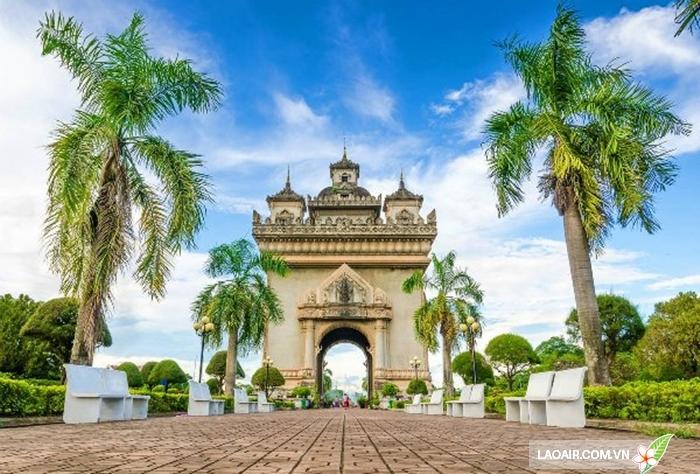 Đài tưởng niệm Patuxai - Vientiane, Lào