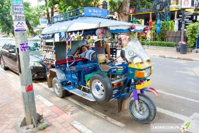 Tuk tuk - phương tiện di chuyển phổ biến ở Lào