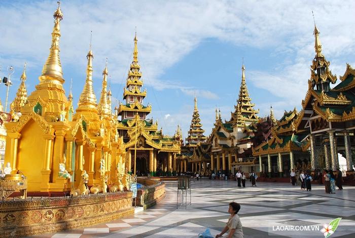 Khi vào đền chùa ở Lào cần phải tuân thủ các quy tắc lịch sự