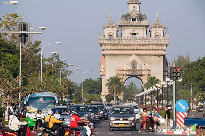 Tham gia giao thông ở Lào đừng nên bấm còi nếu không muốn làm mất lòng dân bản địa