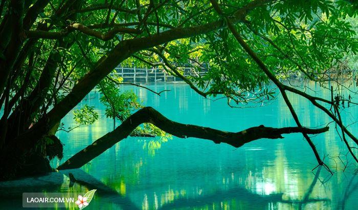 Làn nước trong xanh ở hồ Khoun Kong Leng